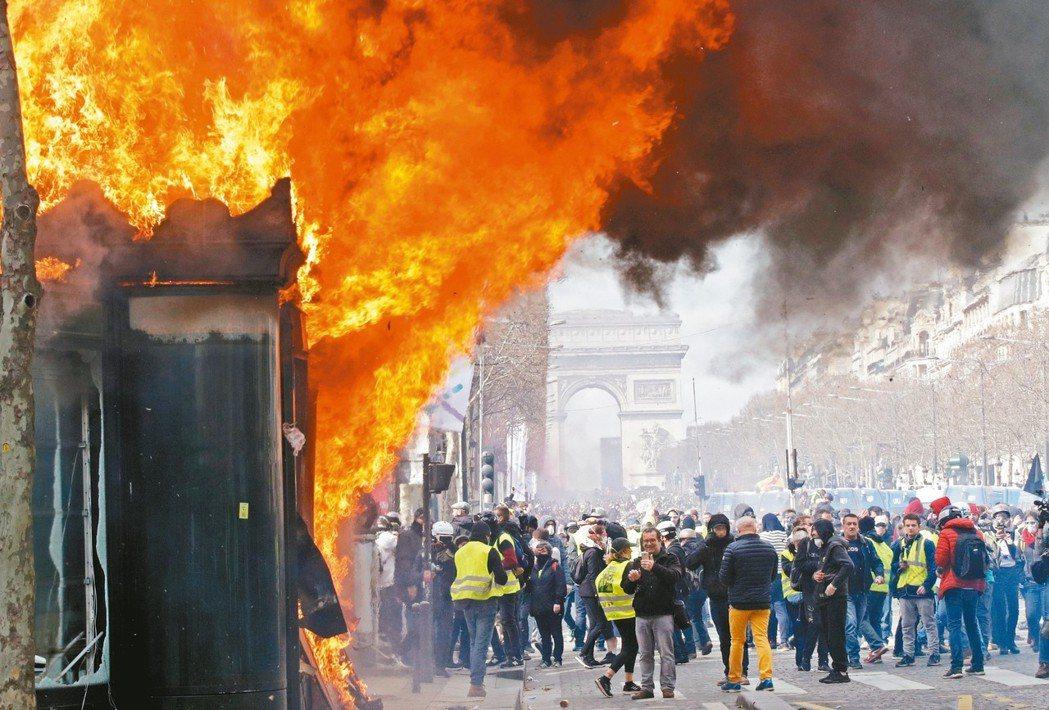 法國總理菲力普(Edouard Philippe)18日承認,上周末對巴黎發生打...