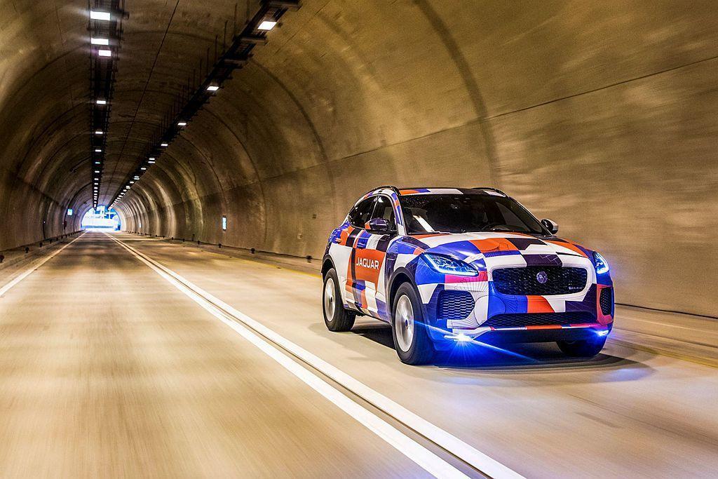 等待已久,承襲Jaguar F-TYPE純種跑車性能血統的小型跨界跑旅E-PAC...