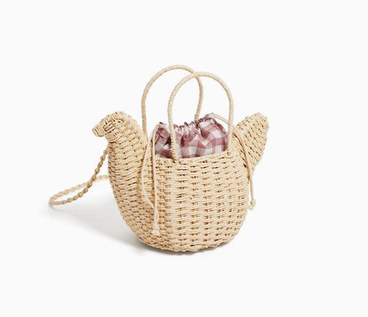 造型較低調的母雞編織籃可斜背也可提。圖/擷自ZARA官網