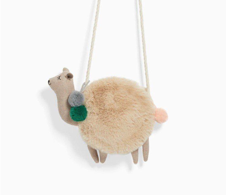 羊駝包最近在社群上掀起風潮。圖/擷自ZARA官網