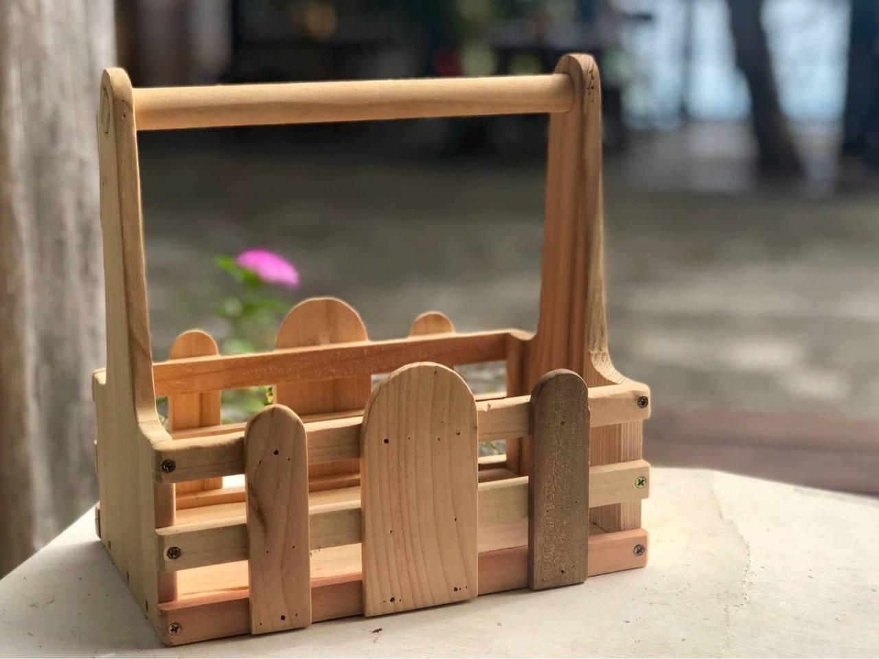圖/手工提籃。截自向陽薪傳木工坊 粉絲頁。