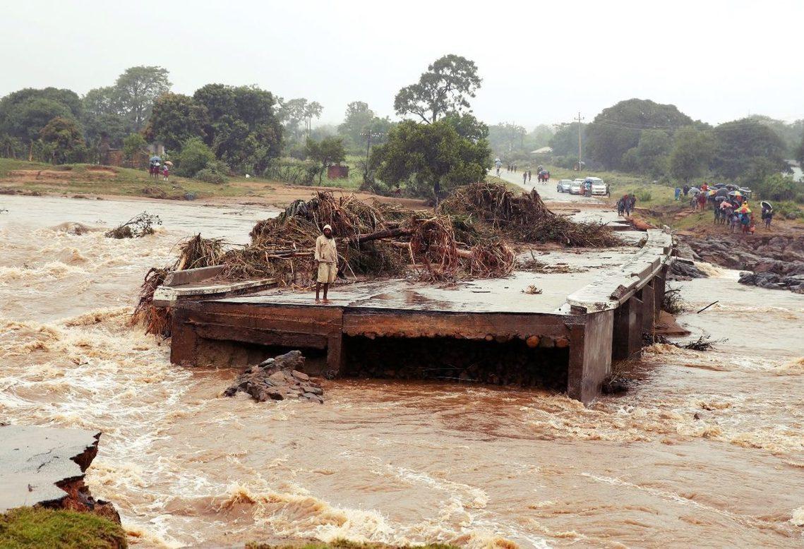 莫三比克50萬人的大城,慘遭沖垮滅頂。 圖/路透社
