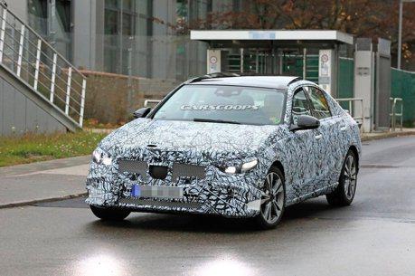 下一代Mercedes-Benz C-Class偽裝車現蹤 未來將採用不同設計語彙嗎?