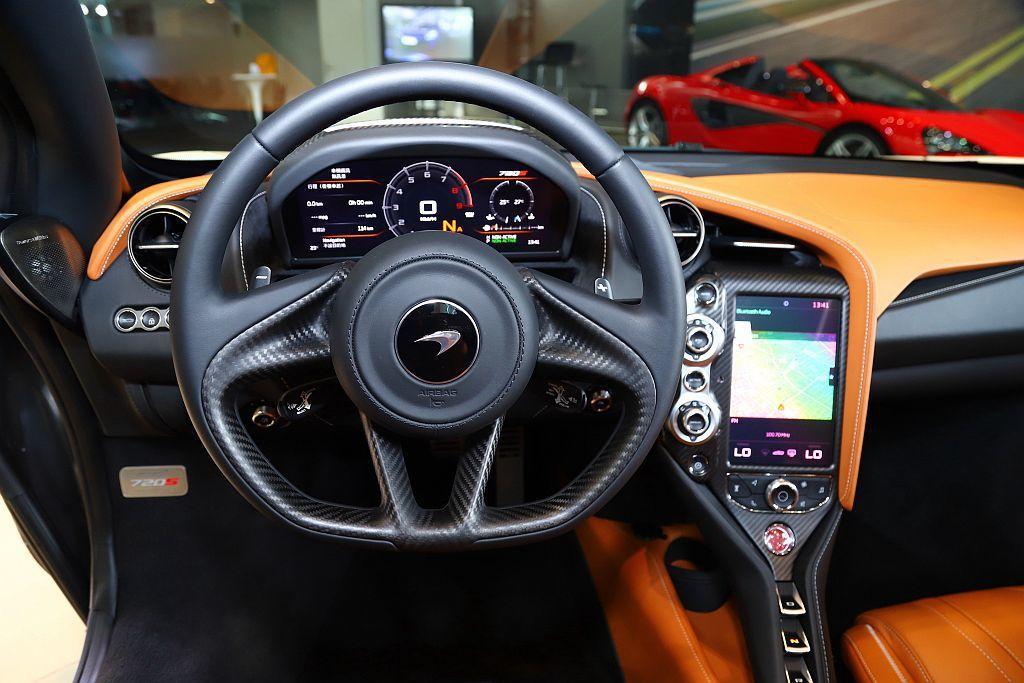 McLaren 720S Spider提供Performance/Luxury兩...