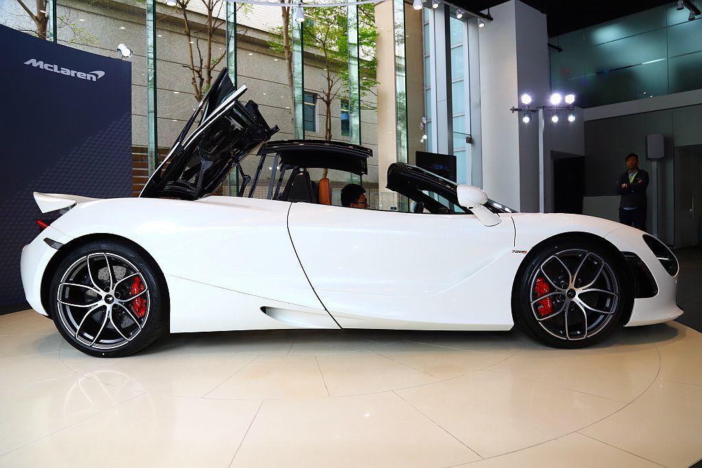 McLaren為了與眾不同的Spider車型設計全新敞篷結構,以電子驅動及校準的...