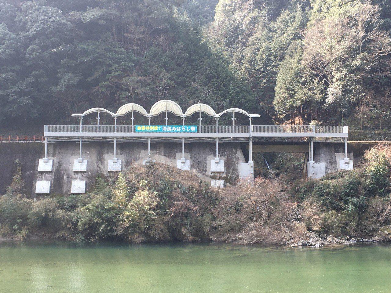 日本有許多人煙稀少、地處偏僻的車站,被稱之為「秘境車站(秘境駅)」。圖片來源/富...