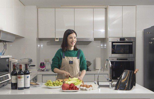下廚可以很簡單、很療癒,連廚電鍋具也吹起精緻風。 (吳宙棋攝)