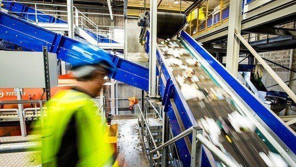 圖一 : 雖然近100%的電子廢棄物是可回收的,但目前電子廢棄物的回收狀況並不樂...