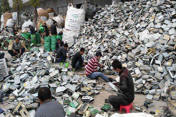 圖三 : 電子廢物是一種特別豐富的貴金屬來源,其密度比天然礦石豐富40至50倍。