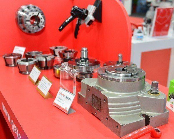 圖3 : 為了要滿足客戶多樣少量化生產需求,用於加工汽機車零組件的綜合加工中心機...