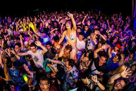 春吶今年移師高雄旗津舉行,而「夏都春宴 Spring Break on the Beach」續留墾丁,為期3日的陣容包含法國音樂鬼才 Solberjum、英國DJ Swindali、香港DJ Moj...