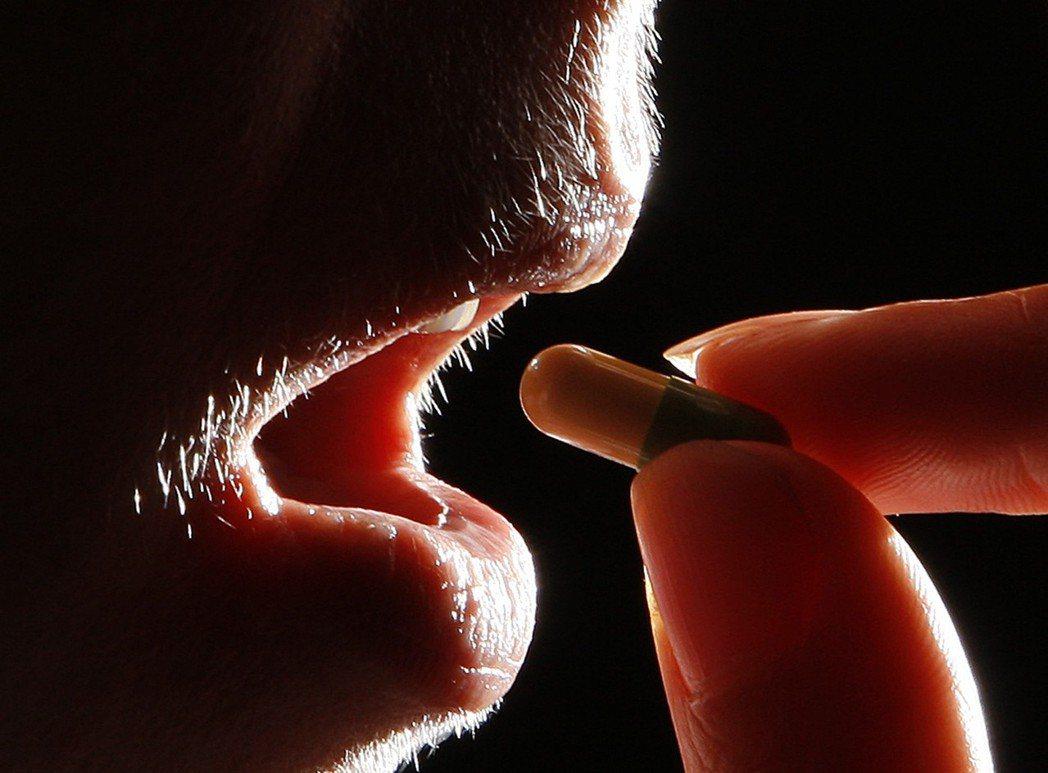 醫界認為,原廠藥廠受藥價調降影響出走台灣已不是首例,特別針對這類必要性較高的藥物...