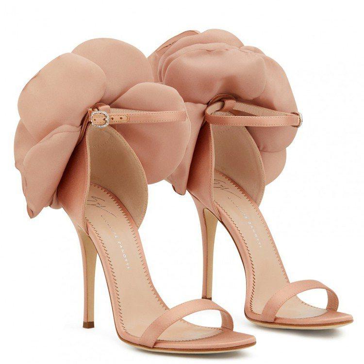 粉紅色PEONY高跟涼鞋。圖/Giuseppe Zanotti提供