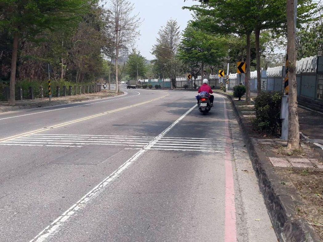 警方為防杜民眾在鳥松區松藝路飆速,曾設定點測速照相,但成效有限,如今將改為「區間...