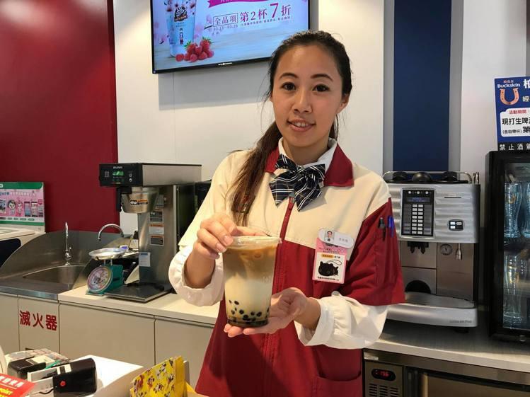 7-ELEVEN的CITY CAFE將於3月27日推出全新的「咖啡珍珠歐蕾」。記...