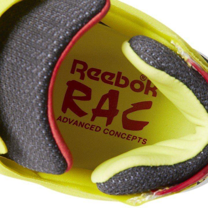 鞋底印有原創者Steven Smith所帶領的RAC標誌。圖/Reebok提供