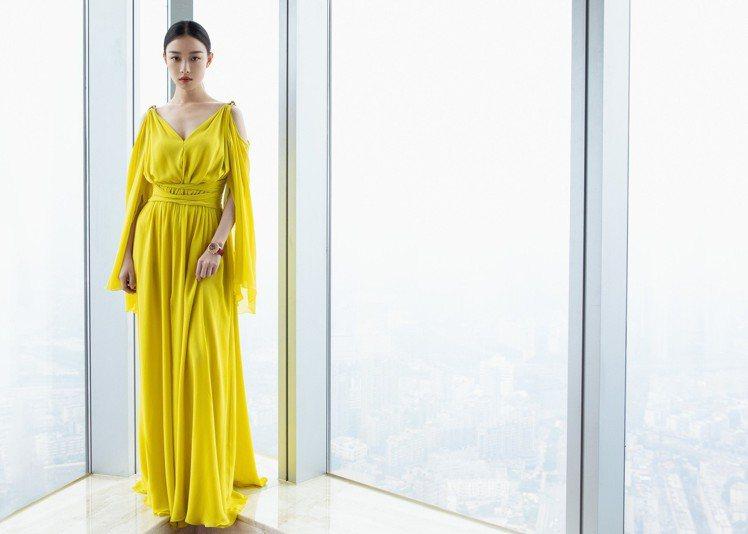倪妮配戴積家Rendez-Vous Moon約會系列月相腕表出席上海電影節活動。...