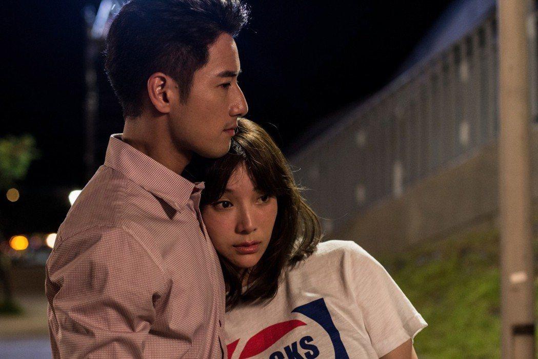 周孝安(左)和蔡淑臻演情侶。圖/中視提供