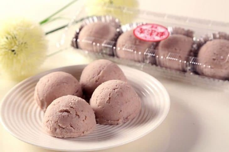 連珍的招牌商品芋泥球曾獲許多藝人稱讚。圖/連珍糕餅店提供