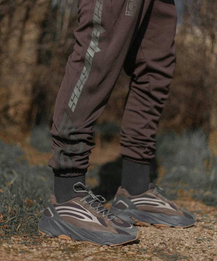 adidas + KANYE WEST YEEZY BOOST 700 V2系列...