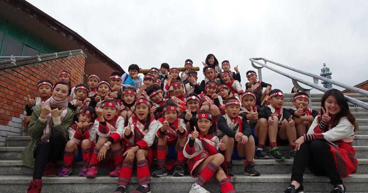 新竹縣嘉興國小暨義興分校的馬胎合唱團去年勇奪舒伯特大賽的金質獎,這群孩子這次舉辦...