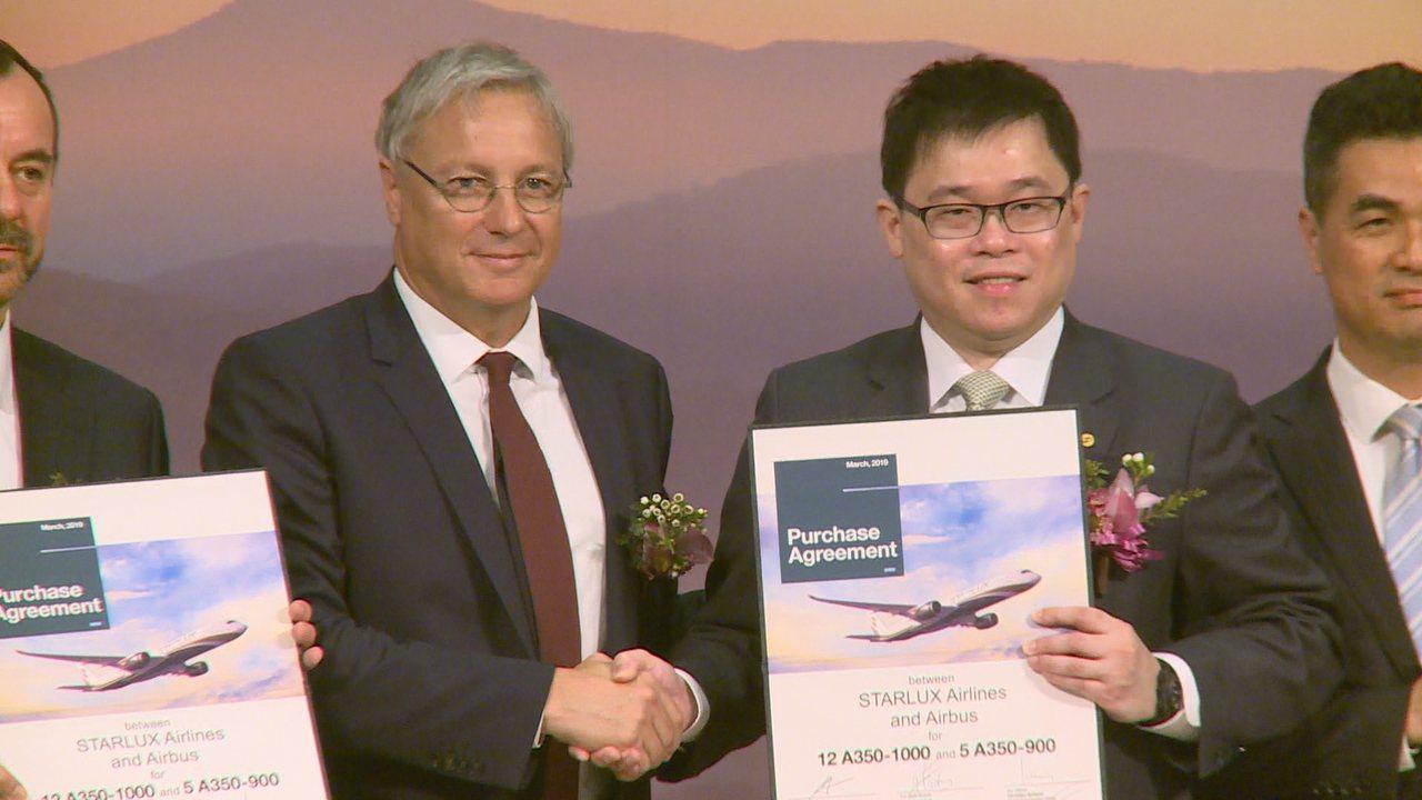 星宇航空董事長張國煒與空中巴士Airbus簽約購買17架A350 XWB飛機,創...