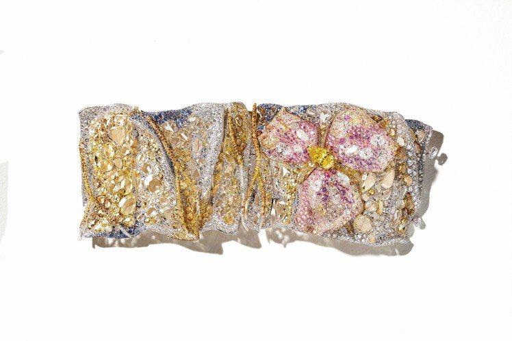 「鳶尾花手環」是Cindy Chao最新力作。圖為手環展開後。圖╱Cindy C...