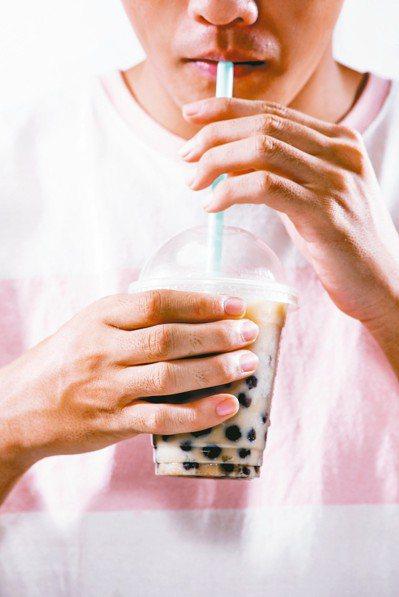 常喝含糖飲料,小心蛀牙。 圖/123RF