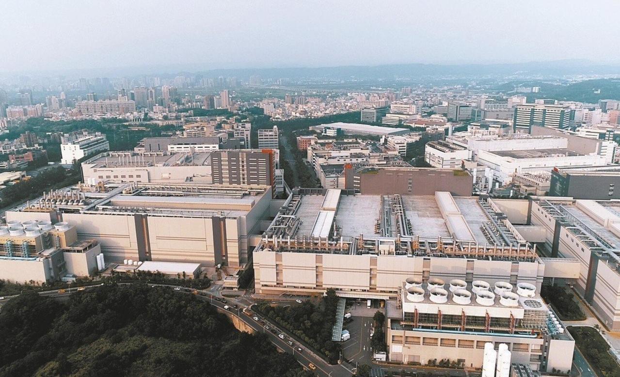 行政院針對都市型工業區及科學園區通過「更新立體化發展方案」,新北市爭取納入都市計...