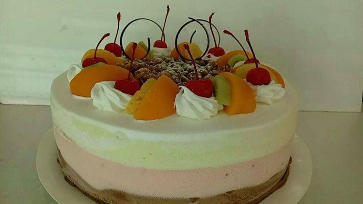 百樂冰淇淋蛋糕造型復古懷舊,店家還有推出母親節蛋糕預購。圖/百樂冰淇淋提供