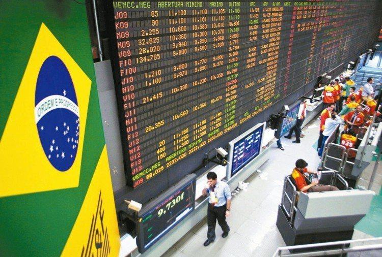 巴西股市18日創下歷史新高,法人建議,未進場投資人可回檔再接。 本報系資料庫