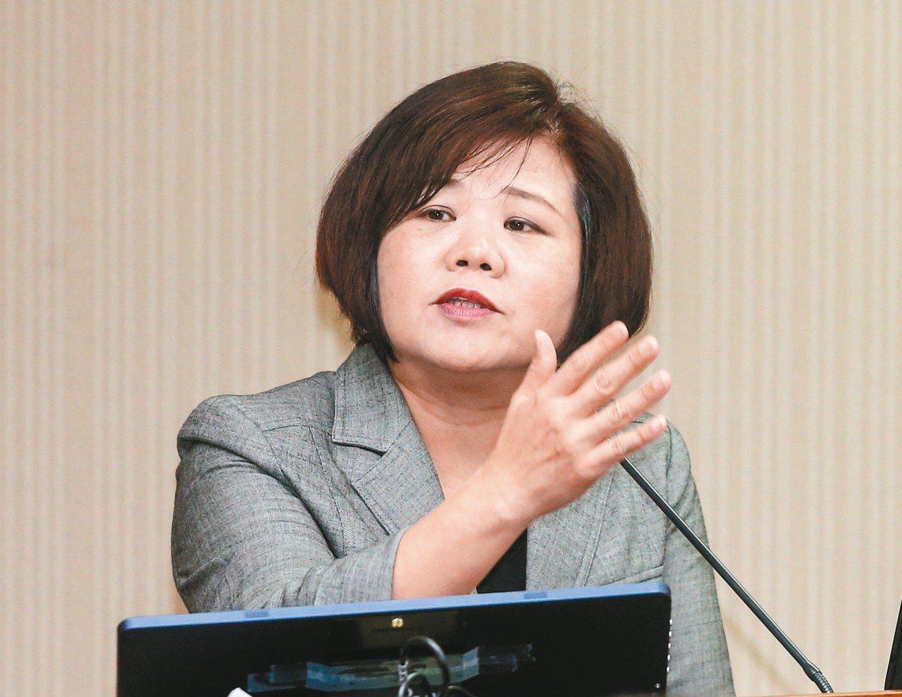勞動部長許銘春(見圖)。 聯合報系資料照/記者鄭清元攝影