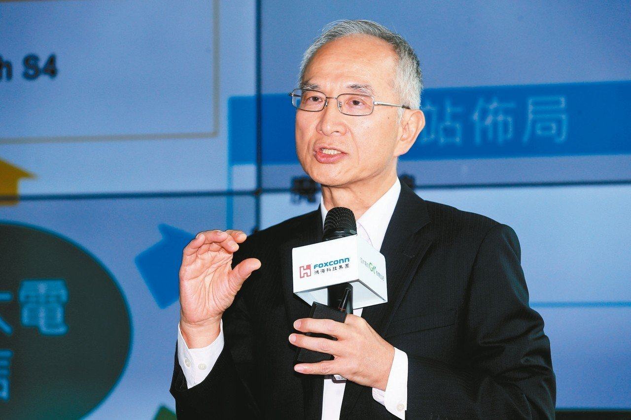 亞太電信宣布與國際大廠建構標準4G+5G NSA網路,圖為董事長呂芳銘。 圖/聯...