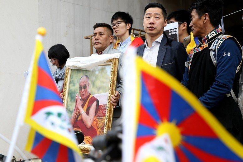 許多遭迫害來台的藏人礙於《難民法》而無法取得身分,滯留台灣多年。 圖/聯合報系資料照