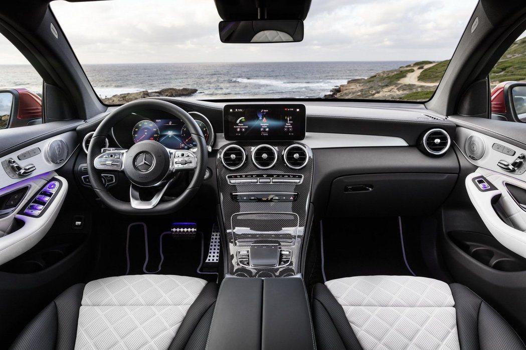 小改款Mercedes-Benz GLC Coupe內裝格局與標準版GLC幾乎相...