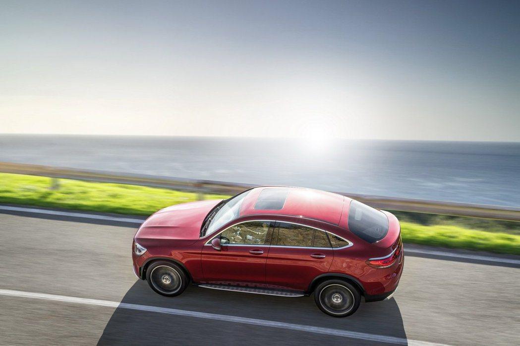 小改款Mercedes-Benz GLC Coupe將於紐約車展上正式發表。 摘...