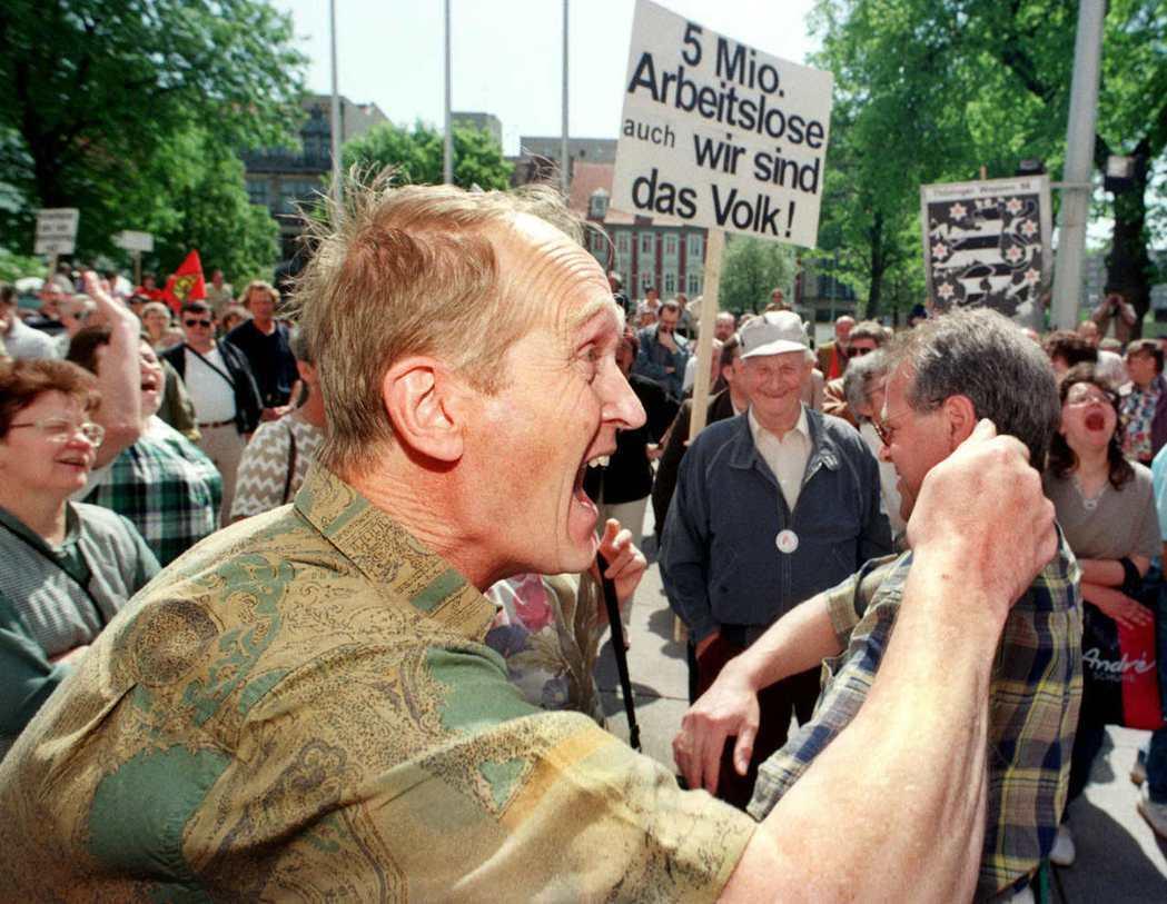 十餘年前,德國還因為聯邦德國(FDR)「吞併」民主德國(GDR)(即俗稱的兩德統...