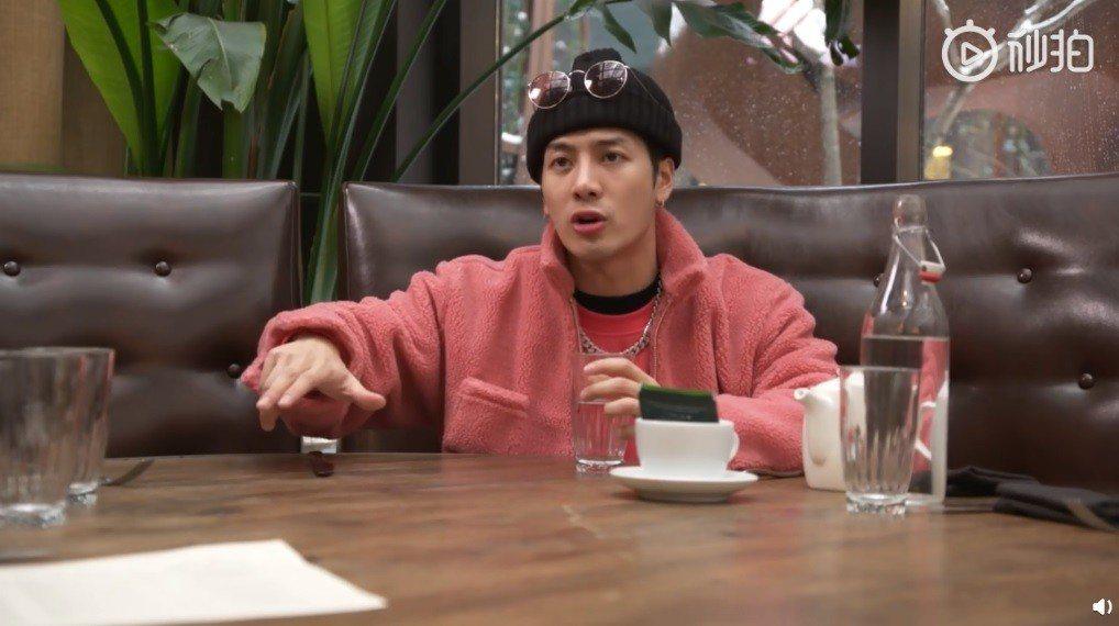 王嘉爾接受「MTV NEWS」訪問。圖/擷自微博