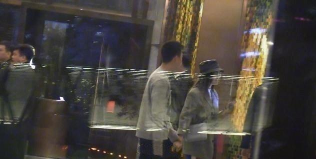 秦嵐被拍到與一名男子在飯店牽手。 圖/摘自微博