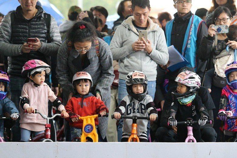 因應人口減少的現實,各種社會保險福利體制是否需要重整,成為台灣重要的議題。 圖/...