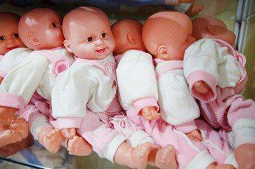 全球低生育率的趨勢愈加嚴重,除了日本和歐洲,生育率長期低於替代水準,中台韓星港等東亞國家與城市的生育率,更是長期在低檔徘徊。 圖/路透社