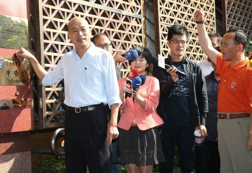 2016年,時任台北農產總經理韓國瑜,前往臺北地檢署按鈴控告段宜康誹謗。 圖/聯合報系資料照