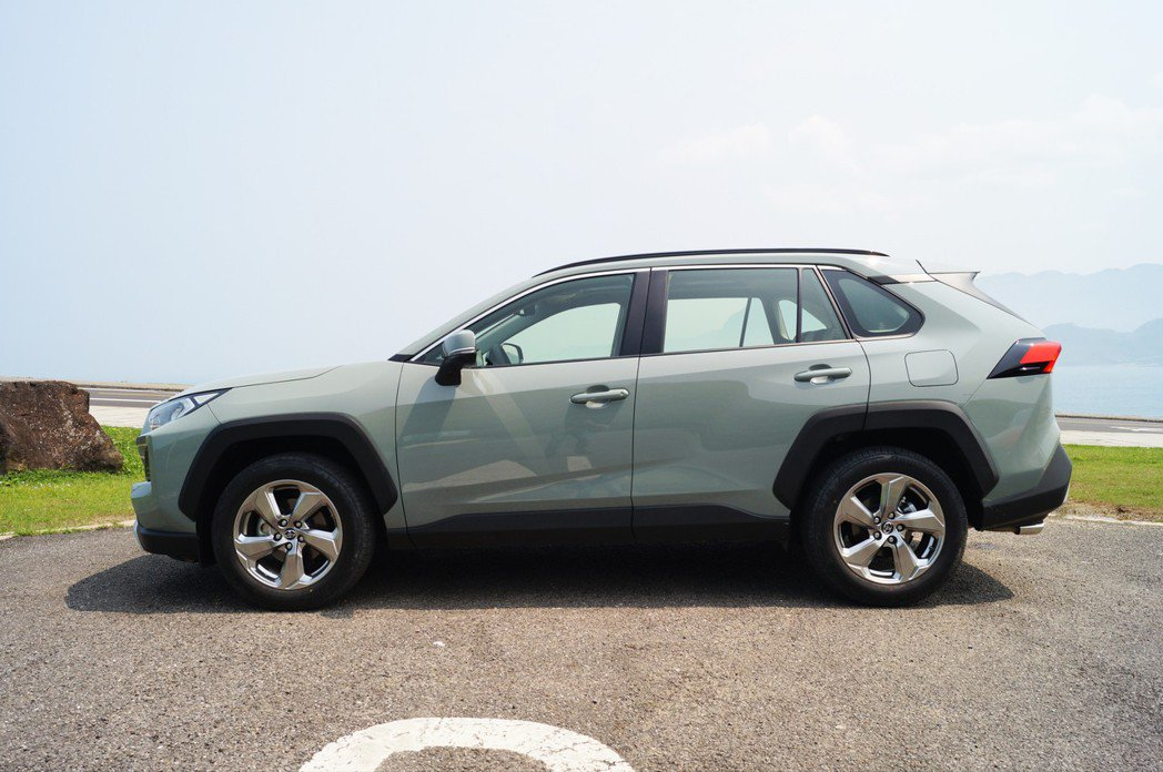 五代Toyota RAV4的車身空間無庸置疑。 記者趙駿宏/攝影