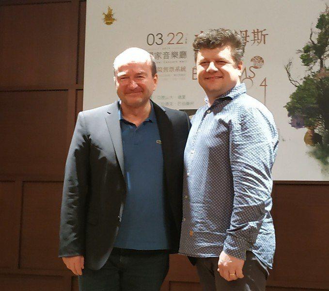 NSO的3月最後一場音樂會將於22日舉行,邀請指揮家亞歷山大‧德夏(左),及法國號演奏名家拉德克‧巴伯羅柯(右)攜手演出。(photo by 張朝瑋/台灣醒報)