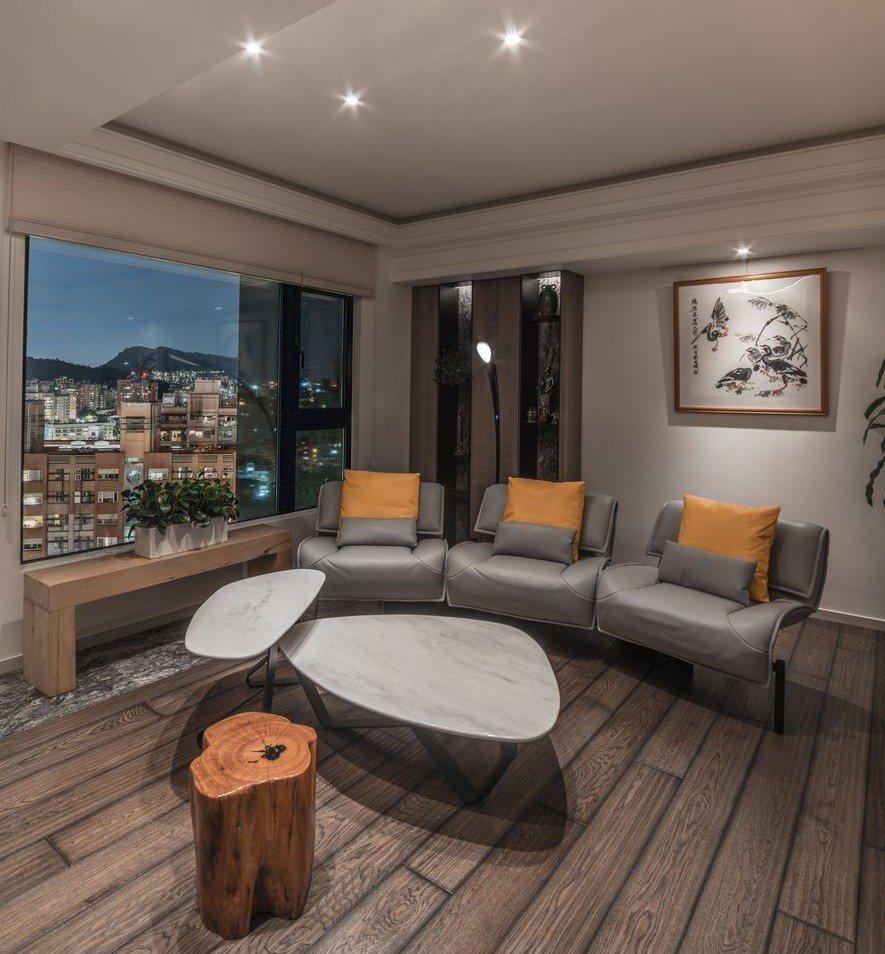 (圖)起居空間將新製茶几與屋主原有的長凳及木椅和諧搭配。