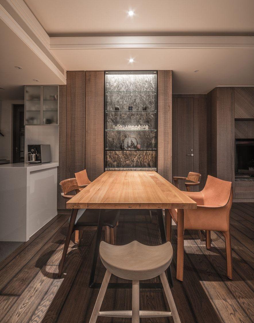 (圖)用餐區同樣使用新舊交融的手法,將舊有的台灣檜木材接合鐵件,完成具有現代感的...