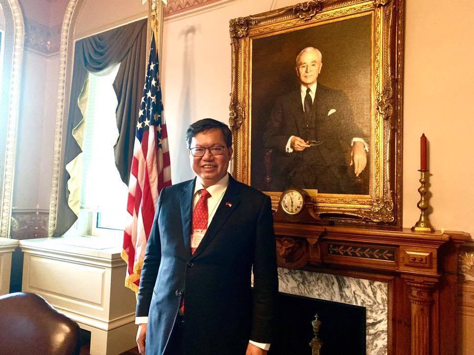 鄭文燦在白宮拍照po臉書,引發熱烈討論。翻攝自鄭文燦臉書