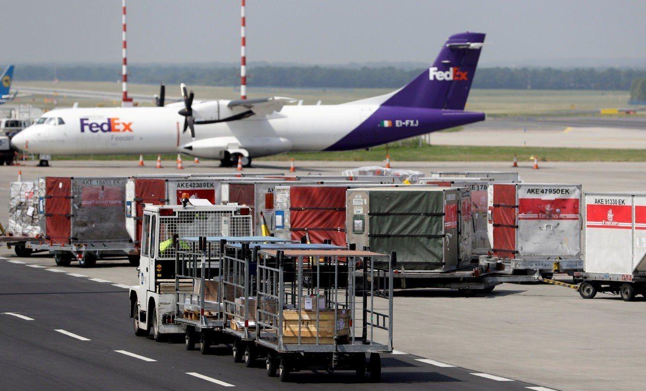 聯邦快遞(FedEx)在三個月內第二度調降年度獲利預期,股價在19日盤後交易大跌...