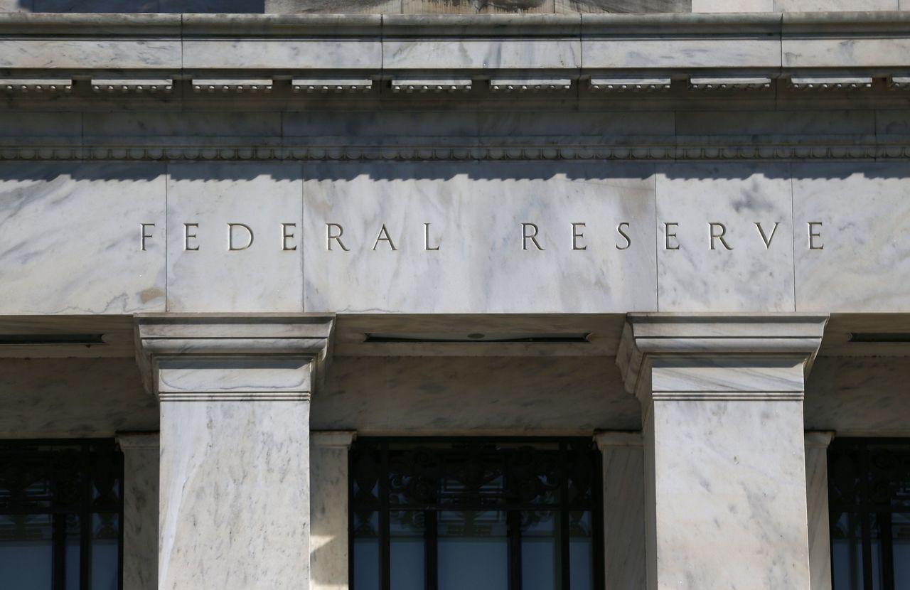 美國聯準會(Fed)3月決議按兵不動,決策暗示今年都不會升息。路透