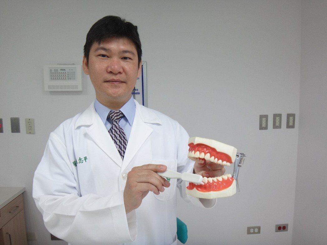 佳里奇美醫院牙科主任毛念平提醒愛美女性,一定要注意口腔衛生及保健。圖/佳里奇美醫...